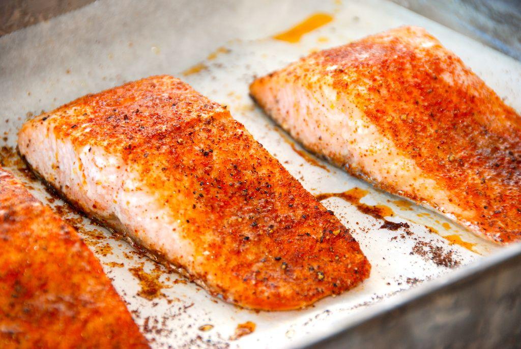 Ovnbagt laks med paprika - opskrift på laks i ovn med stegetid | matur | Seafood, Food og Yummy food