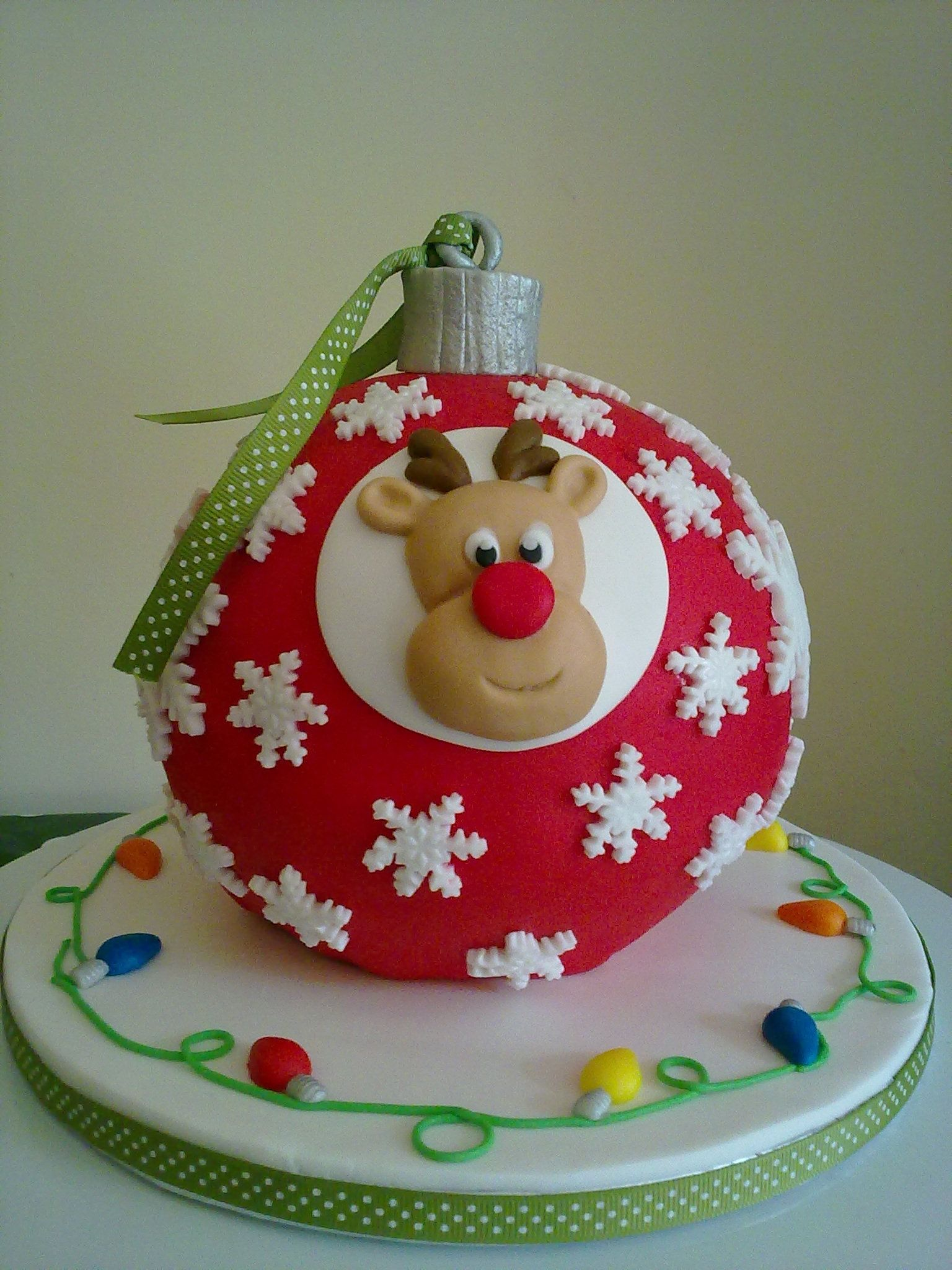 Natal 2013 | Christmas tree bauble - Carrot cake decorated ...