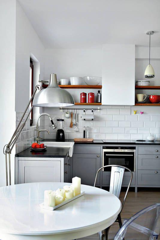 Ciepla Kuchnia W Stylu Retro Kuchnia Styl Klasyczny Aranzacja I Wystroj Wnetrz Kitchen Design Kitchen Home Decor