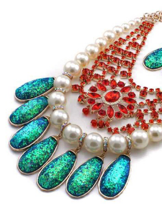 Spruce up with this gorgeous piece. Make a Statement.