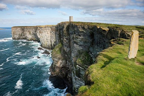 Wind und Wetter haben Orkney zu schroffer Schönheit verholfen.