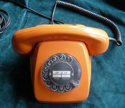 telefon in orange 70er jahre 70 er jahre. Black Bedroom Furniture Sets. Home Design Ideas