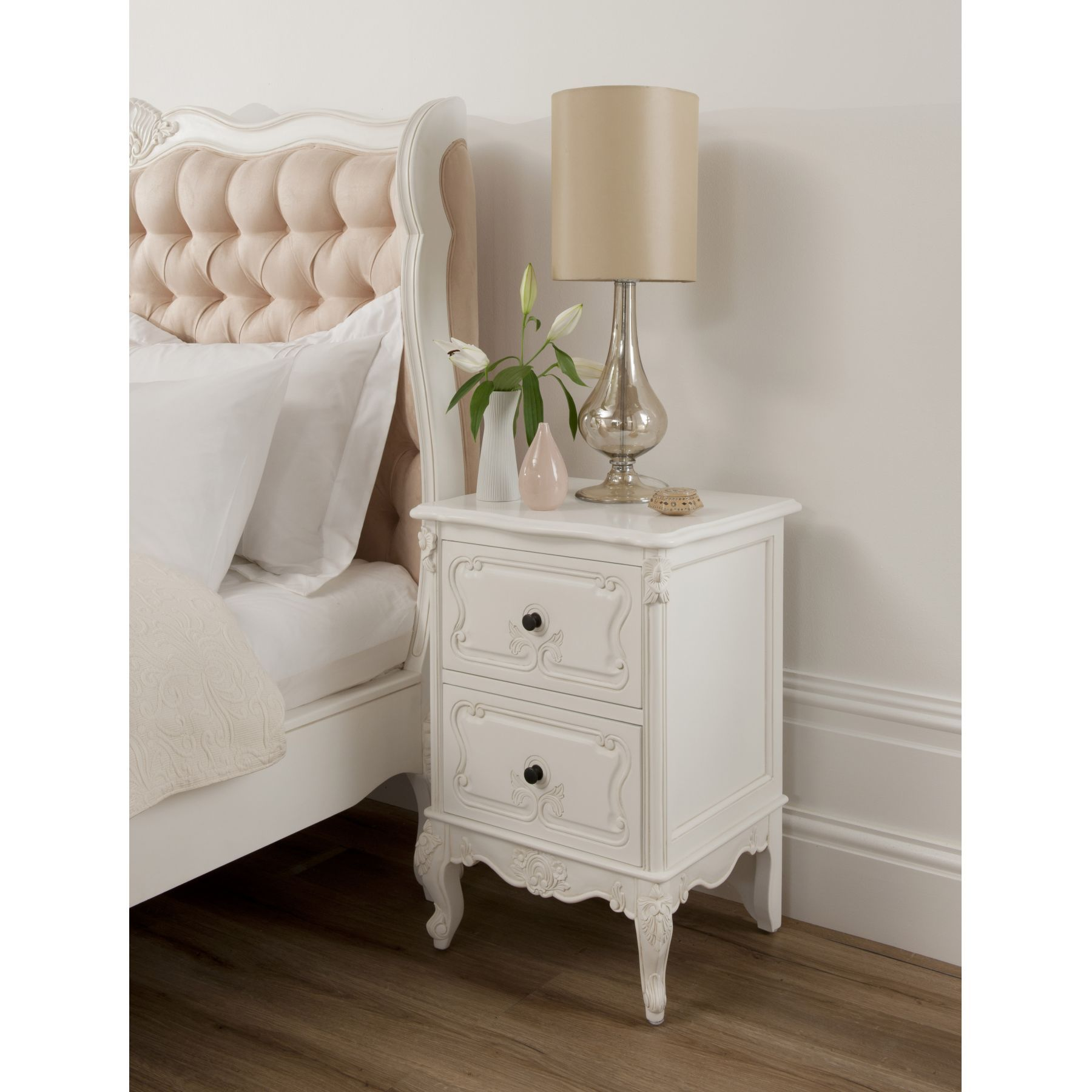 French bedside tables can be the best idea for a classic and