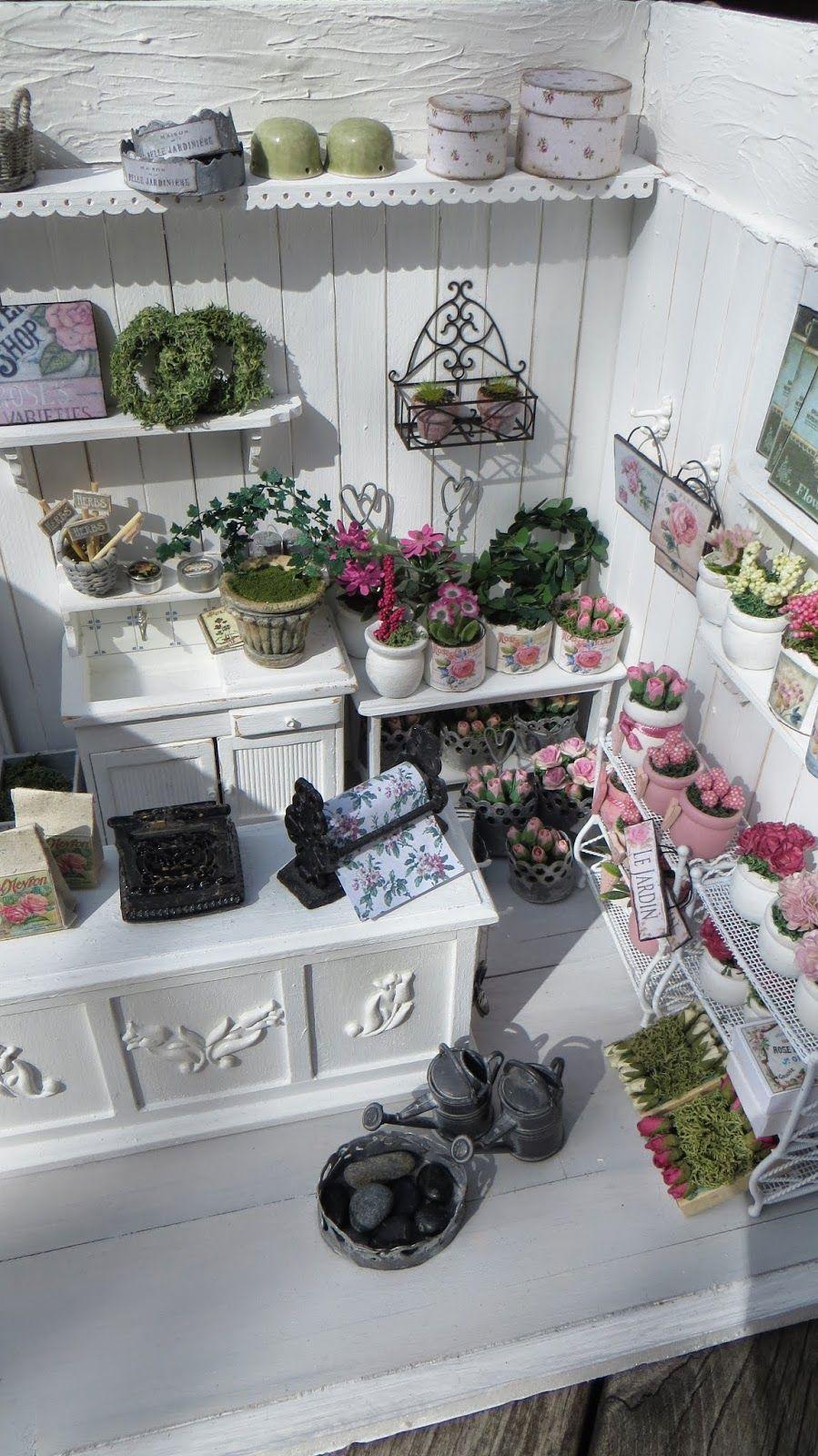 miniatyrmama: News in the Flower shop!