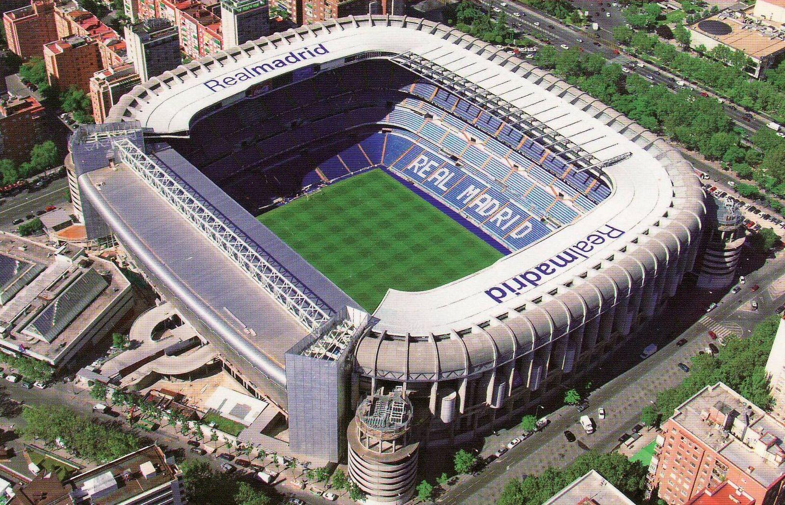 El estadio Santiago Bernabéu de Madrid. Fue inaugurado en 1947 y en la actualidad tiene un aforo de 81000 espectadores. Aquí Italia se adjudicó su tercer título al derrotar 3-1 a Alemania Federal en la final del mundial de 1982 celebrado en España.