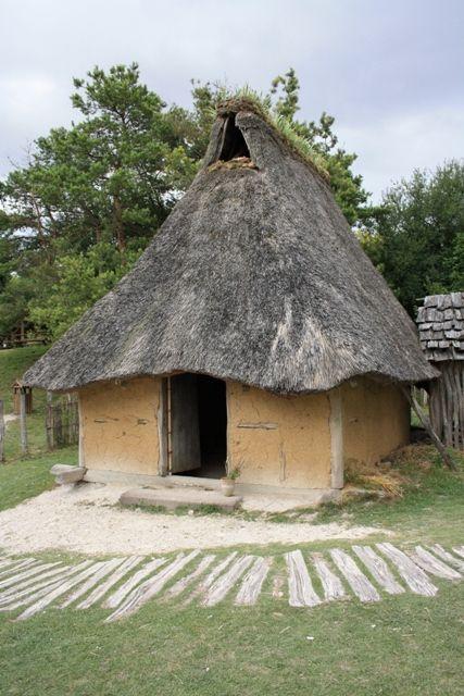 la maison du bronze 700 parc de samara 80 reconstitution d 39 apr s les fouilles de choisy au. Black Bedroom Furniture Sets. Home Design Ideas