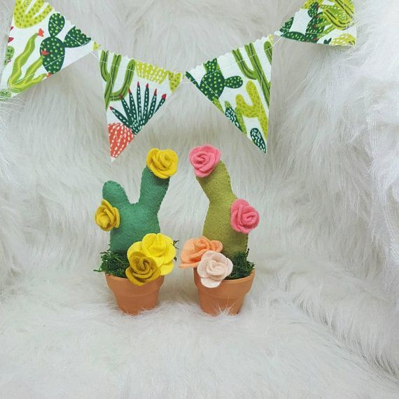 Felt cactus in a clay pot, cactus arrangement, potted cactus, cactus art, mini c...#arrangement #art #cactus #clay #felt #mini #pot #potted