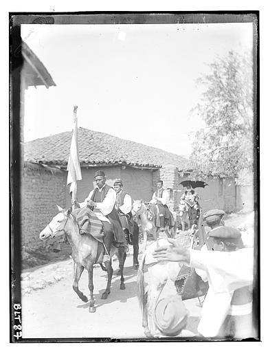 Grèce ; Macédoine ; Negocani (Νίκη-Φλώρινα) (1916-1917) Légende Arrivée de la mariée à cheval Auteur photoBlanchet, Joseph