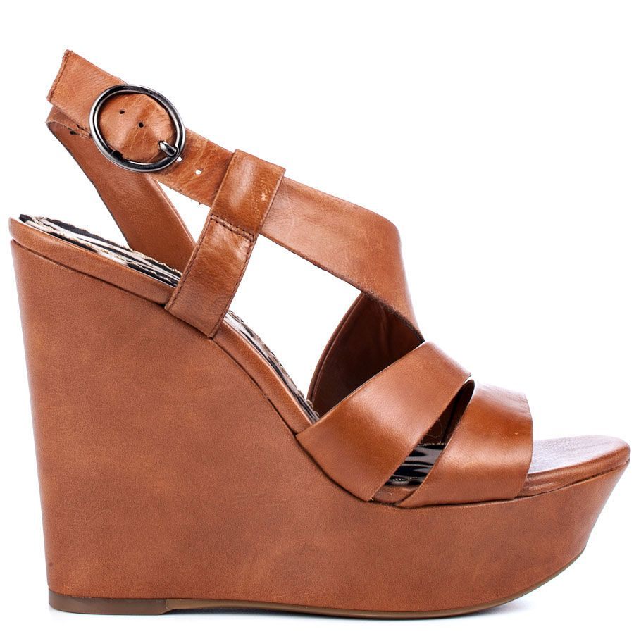 A classic wedge style to pair with any ensemble is here from jessica