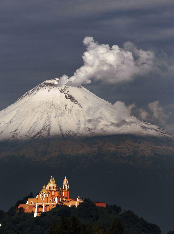 Active Volcano Popocatepetl Snowy Smoking And Cholulas Church - Active volcanoes in mexico