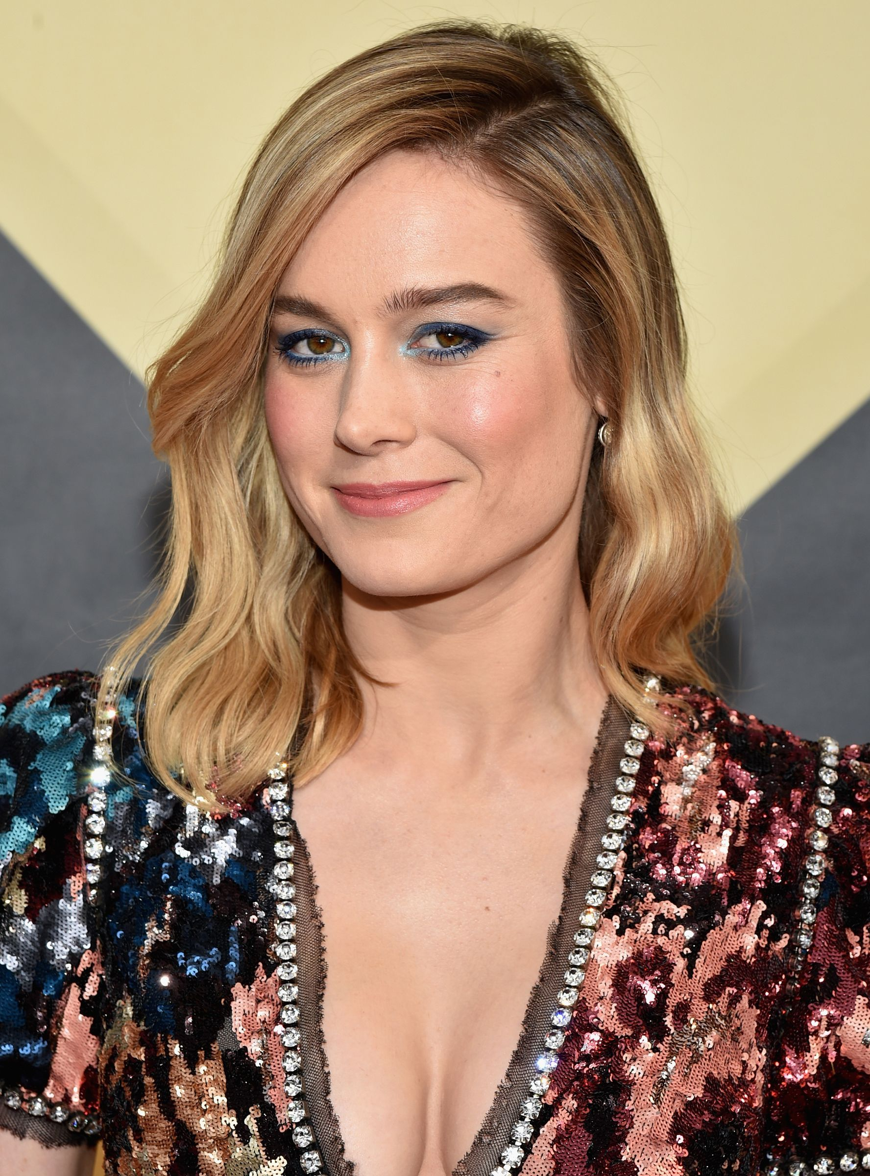 Captain Marvel Proves It S A Woman S World In First Official