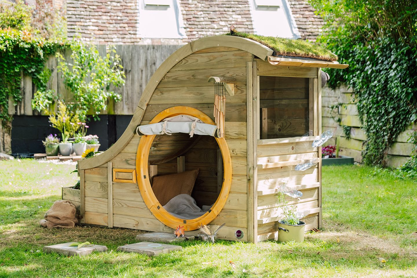 Plum Discovery Nature Play Hideaway Spielhaus