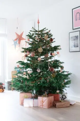 42 DIY Decorating Scandinavian Christmas #weihnachtsdeko2019trend Diy decorating scandinavian christmas 23 #kerstboomversieringen2019