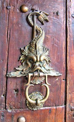 Aggressive fish door knocker, Cartagena, Colombia - TRUCADORS ...