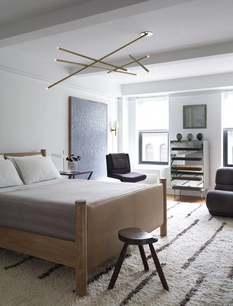 El de Ferrer, en Nueva York, es otro apartamento donde todo lo que vemos (y nos gusta) está a la venta. Entra y siente el placer de comprar en un espacio tan íntimo como un hogar.