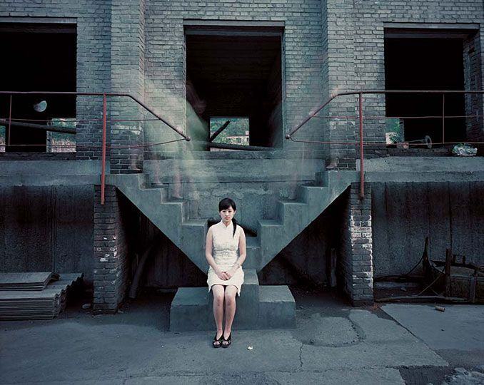 A Woman Coming Down the Stairs, de Chen Jiagang