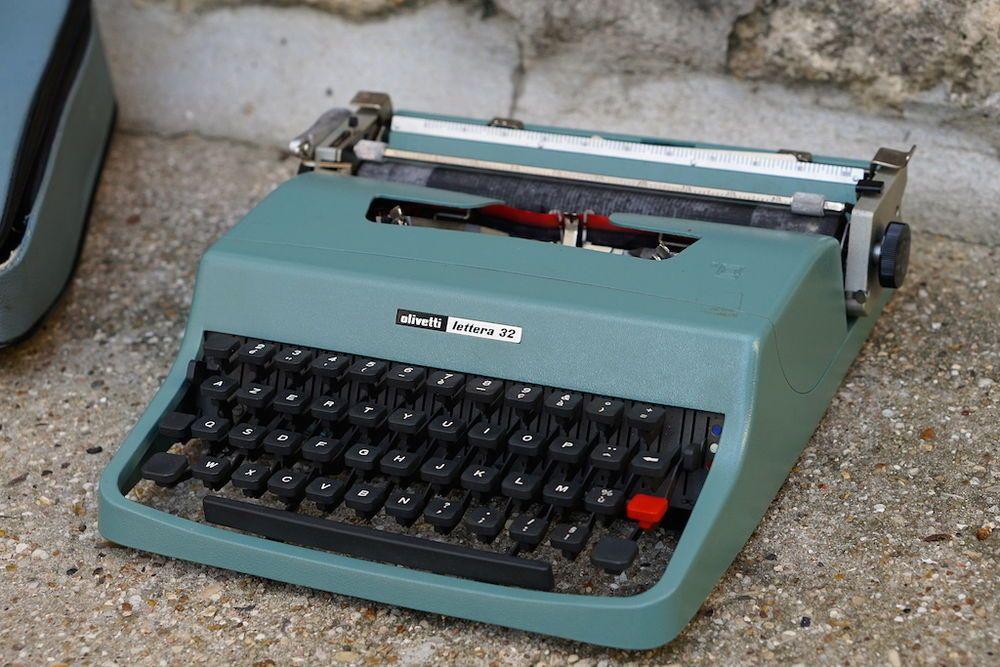 machine crire olivetti lettera 32 de 1963 housse manuel vintage sottsass typemachines. Black Bedroom Furniture Sets. Home Design Ideas