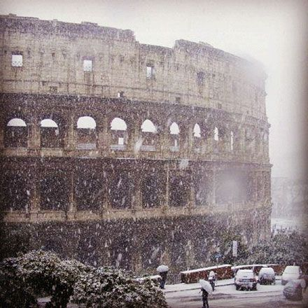 Snow At The Colosseum In Rome On Feb 3 2012 Photo Credit Instagram Contributor Justasmile Holiday Places Beautiful Places