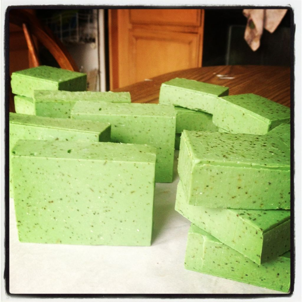 Peppermint tea soap - Soap Making Forum, love the color!