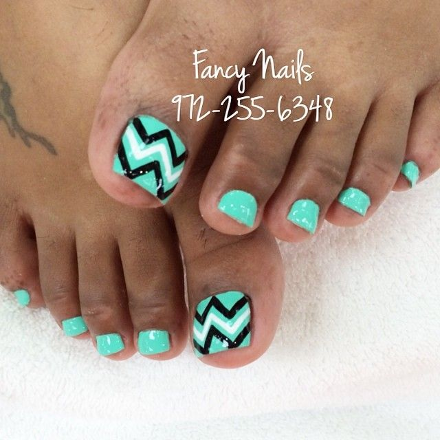 I like to express myself with colors on my nails. I love bright colors and  fun designs. Chevron Pedicure ... - Chevron Nails<3 ♡Nails♡ Pinterest Bright Colours, Bright