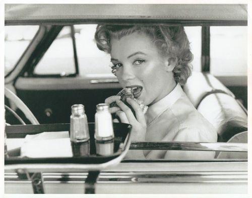 retrogasm:    Marilyn and the hamburger…