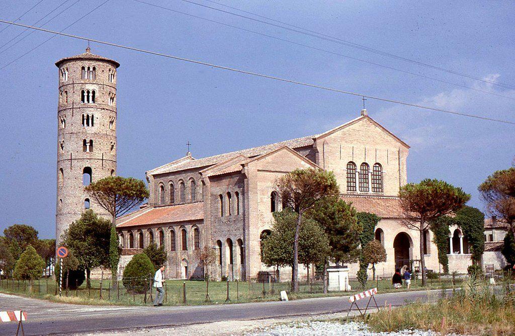 Церковь Сан Аполлинаре ин Классе в Равенне. 549 г.: 12 тыс ...