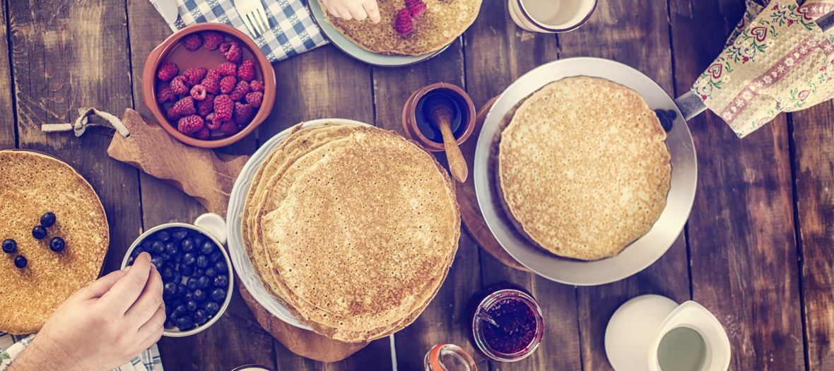 If you are a dummy in the kitchen and on the lookout for a fail-proof recipe to produce perfect crèpes, here is the homespun traditional recipe of Grannies. Yummy!