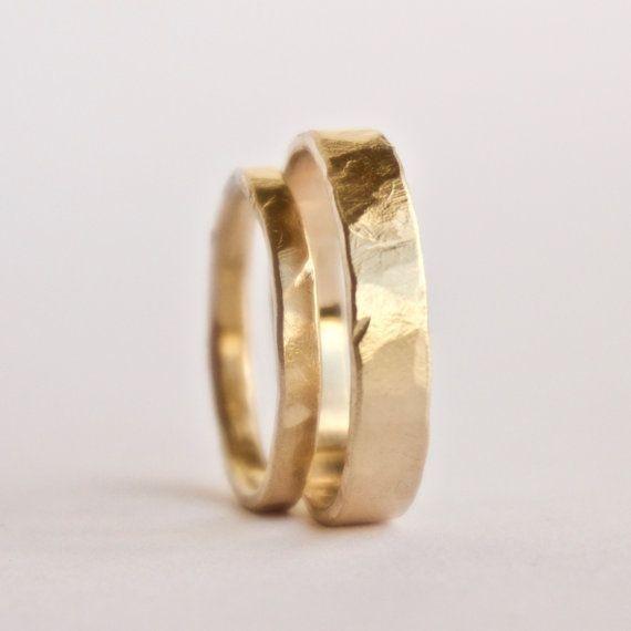 Juego de anillos de boda – dos anillos planos de oro martillado – anillos rústicos con textura – 18 …