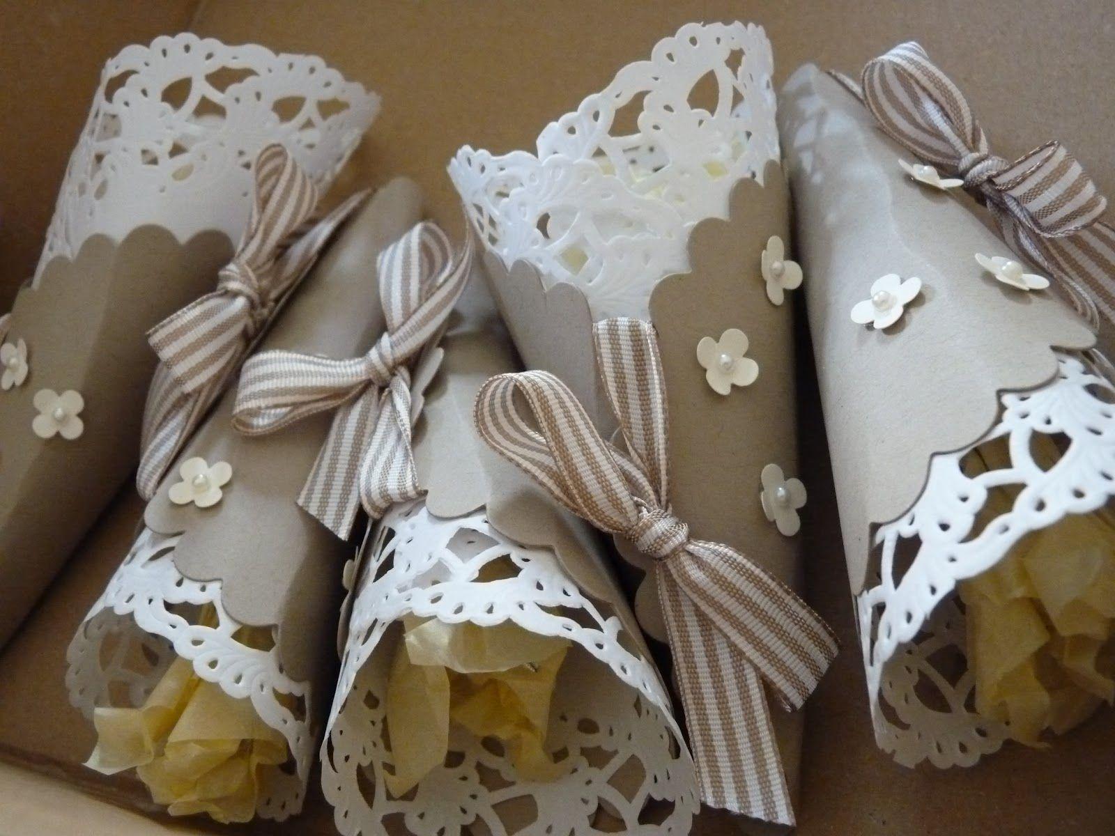 Kleine Zuckertüten...auch sehr schön mit Bonbons oder Mandeln befüllt
