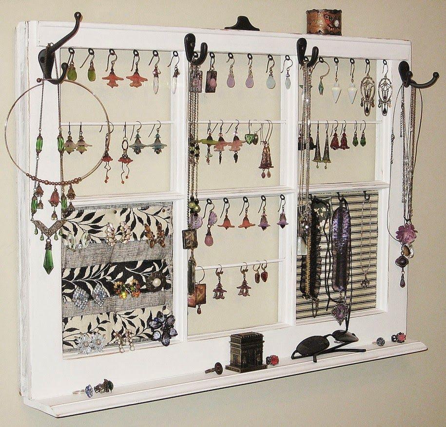 je vous ai déjà montré mon porte bijoux réalisé avec un vieux cadre