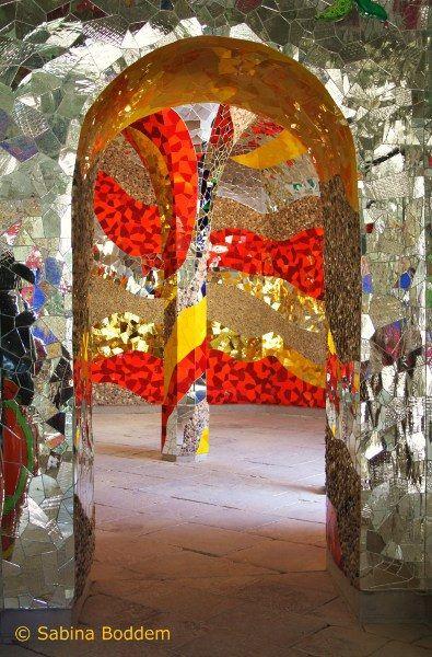 Epic Farbenrausch und Sinneslust in der Grotte von Niki de Saint Phalle Hannover Herrenh user G rten