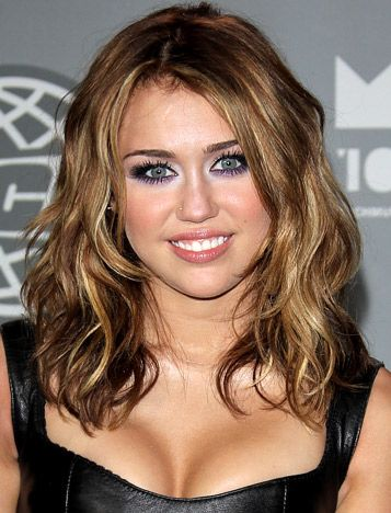 Medium Length Beach Waves Of Miley Cyrus Curly Hair Styles Naturally Miley Cyrus Hair Medium Hair Styles