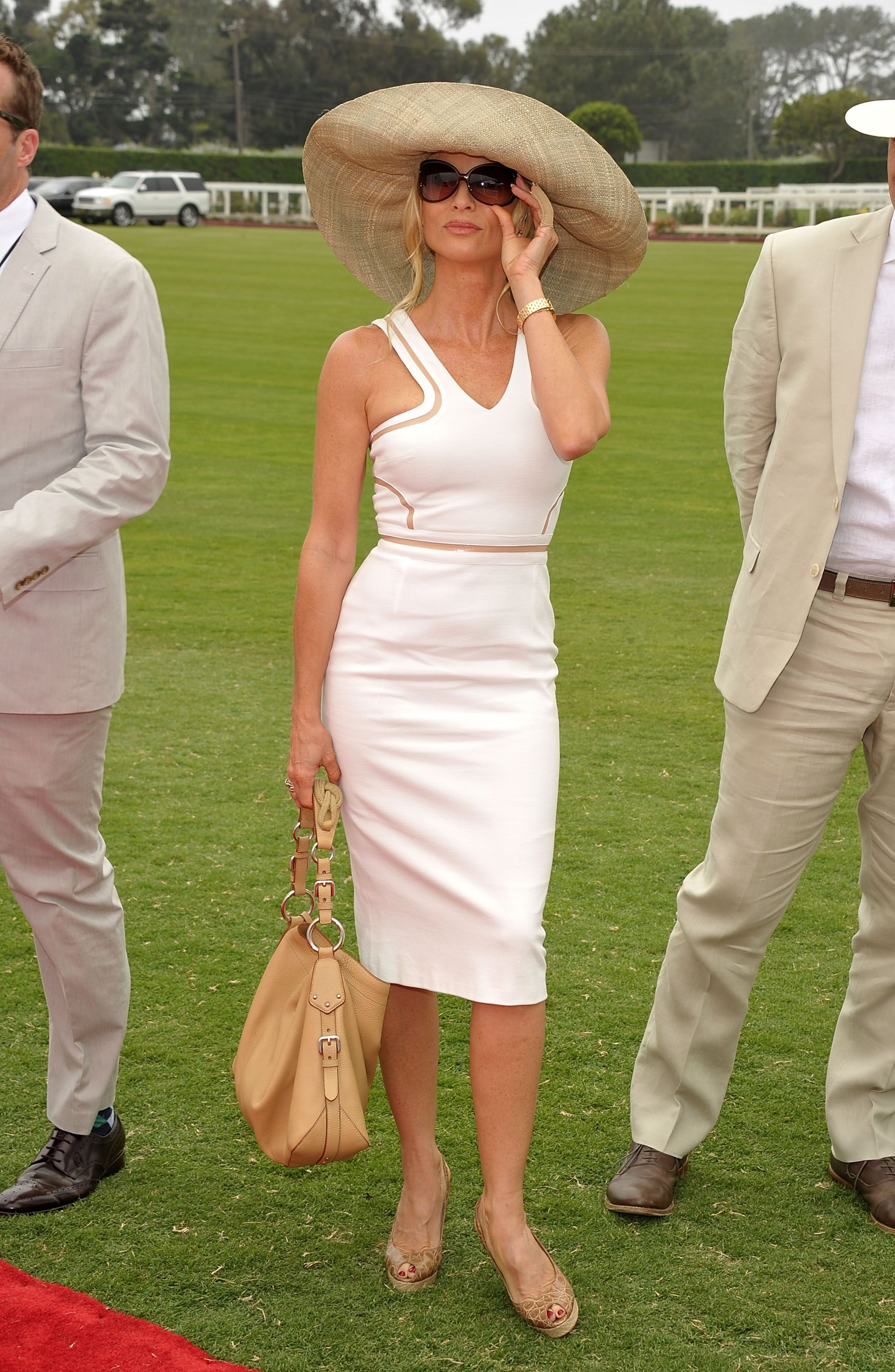 How To Wear A Big Hat Polo Match Outfit Polo Match Outfits For Women Derby Outfits