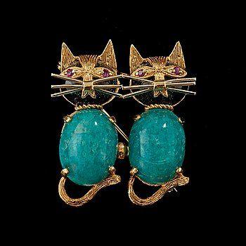 BROSCH, amazoniter, onyx, rubiner, i form av två katter.