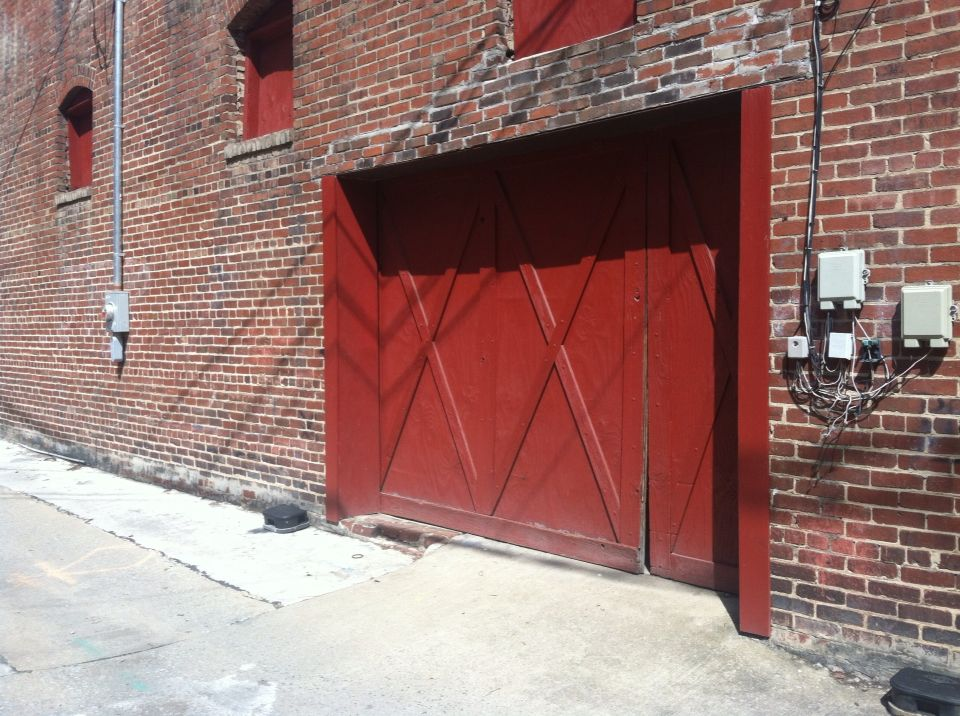 Barn Door Type Entry Off Alley In Kingsport Tennessee Types Of