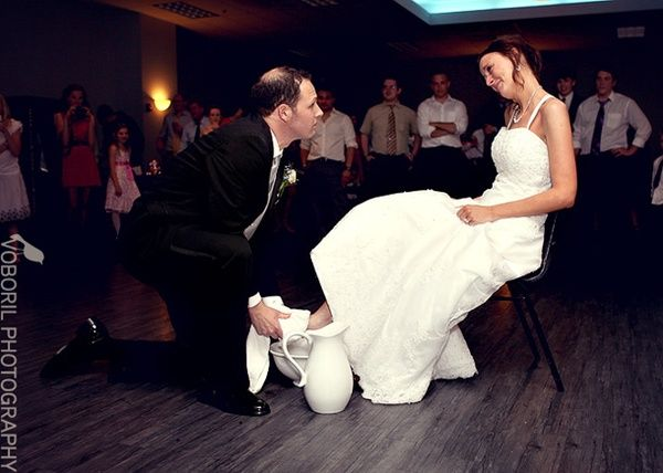 Beautiful Replacement For The Garter Toss At A Wedding