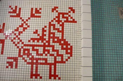 Hieno idea mosaiikkityöksi esim. kylpyhuoneeseen, karjalainen kirjonta/käspaikka: