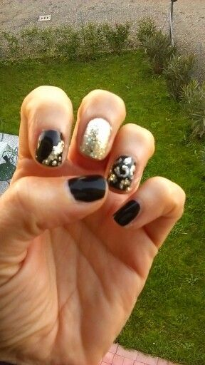 Nails black and gold