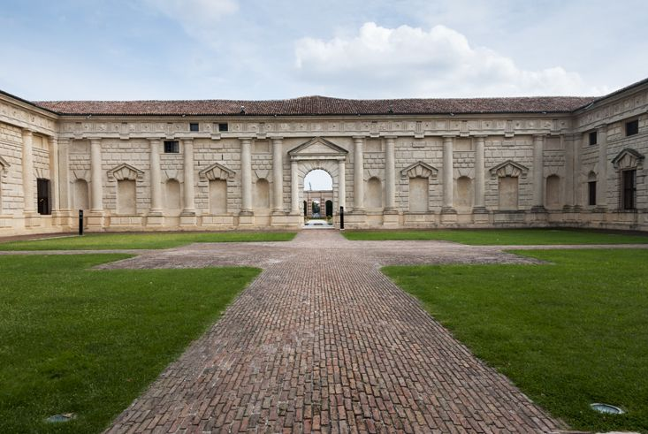 """Perspectives Palazzo Te - """"Mantua by bike, between art and nature"""" by @crowdedplanet"""