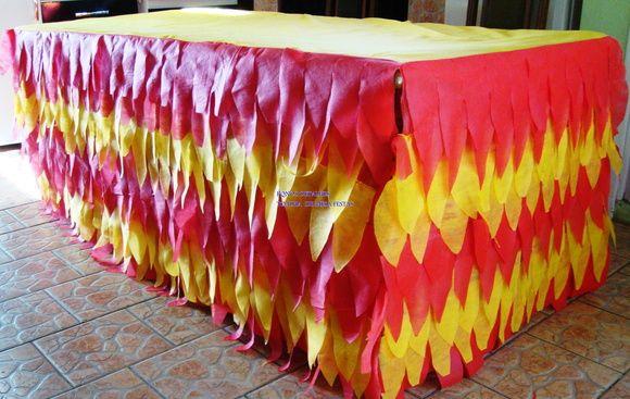 TOALHA DE MESA PARA DECORAÇÃO DE AMBIENTES- FESTAS INFANTIS, MOTIVOS DECORATIVOS   CONFECCIONADA EM TNT NA COR DESEJADA   MODELO DA FOTO TEM 2 METROS DE COMPRIMENTO TOTAL   LARGURA DO TAMPO LISO DA MESA 90/2,00 METROS. BABADO TEM 75 CM CM  A TOALHA É CONFECCIONADO NO TAMANHO DESEJADO   CONSIDERE R$ 80,00 O METRO- ( SE A MESA TEM 2 METROS E COMPRIMENTO, VC RECEBERÁ 4 METROS DE TOALHA BABADA (INCLUSO O BABADO DAS LATERAIS).   TOALHA FARA A VOLTA EM TODA MESA. R$ 160,00