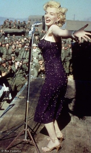 Marilyn singing for soldiers