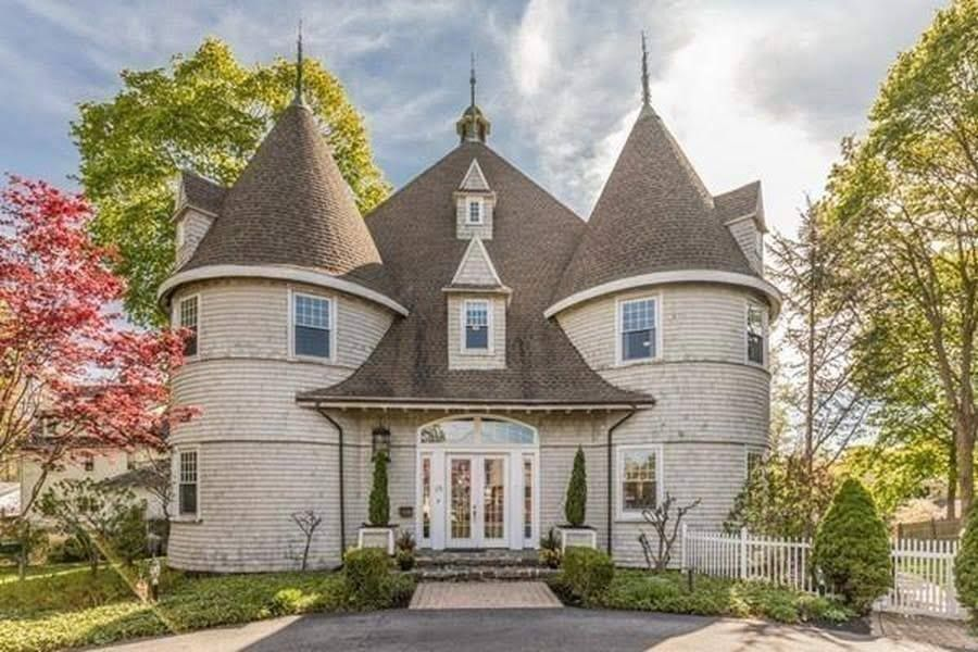 1850 Converted Carriage House For Sale In Marblehead