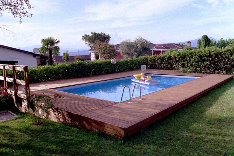 Pedana per piscina fuori terra sognare piscine piscina for Piscine per giardino