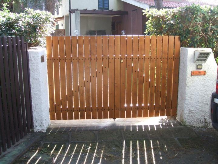 Cancelli in legno da esterno awesome cancello di legno for Piani di garage del granaio