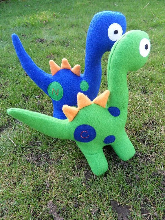 She has a ton of soft dinos, but these are so cute! | fieltro ...