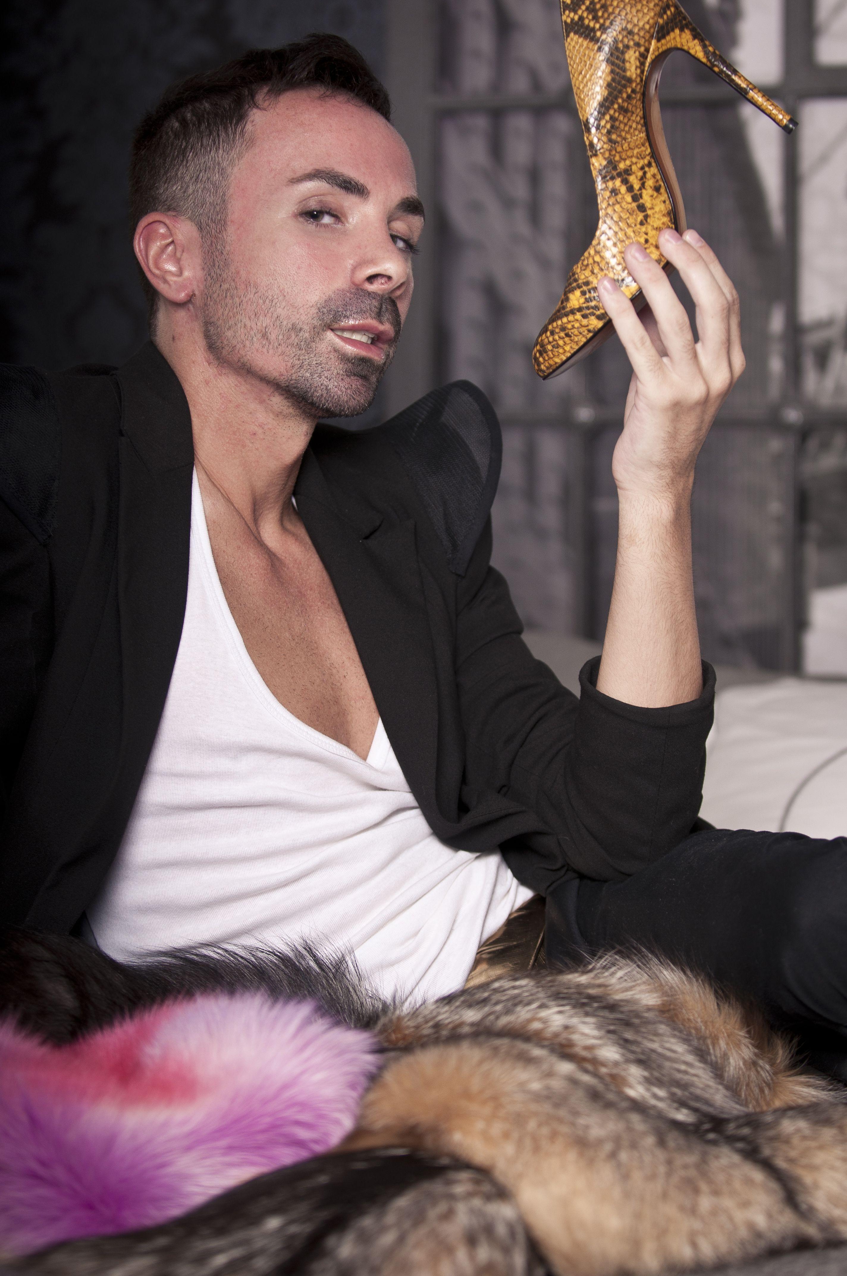 Juan, nuestro chico de Fashon Victims nos enseña su estilo. http://www.decasa.tv/programa/fashion-victims
