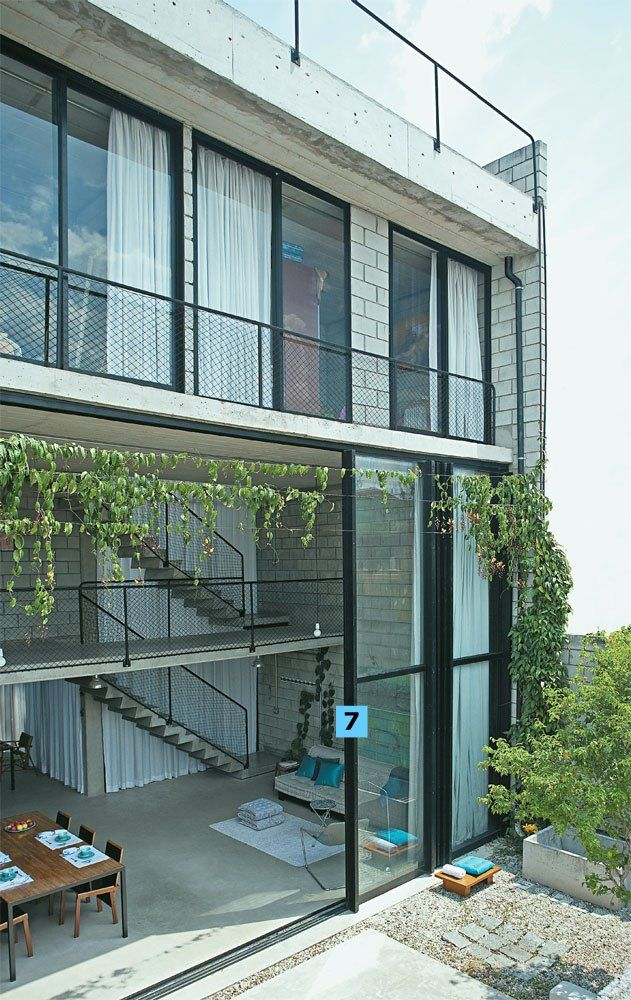 Casa construída com bom gosto e soluções econômicas
