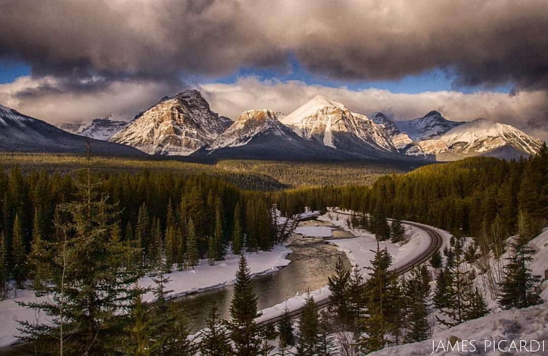 Morant S Curve Is Located On The Western End Of The Bow Valley Parkway Near Lake Louise Travel Nature Conservation Canada Road Trip