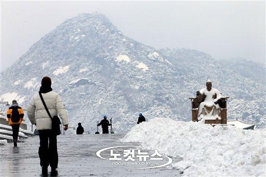 눈 덮인 도심 - 노컷뉴스