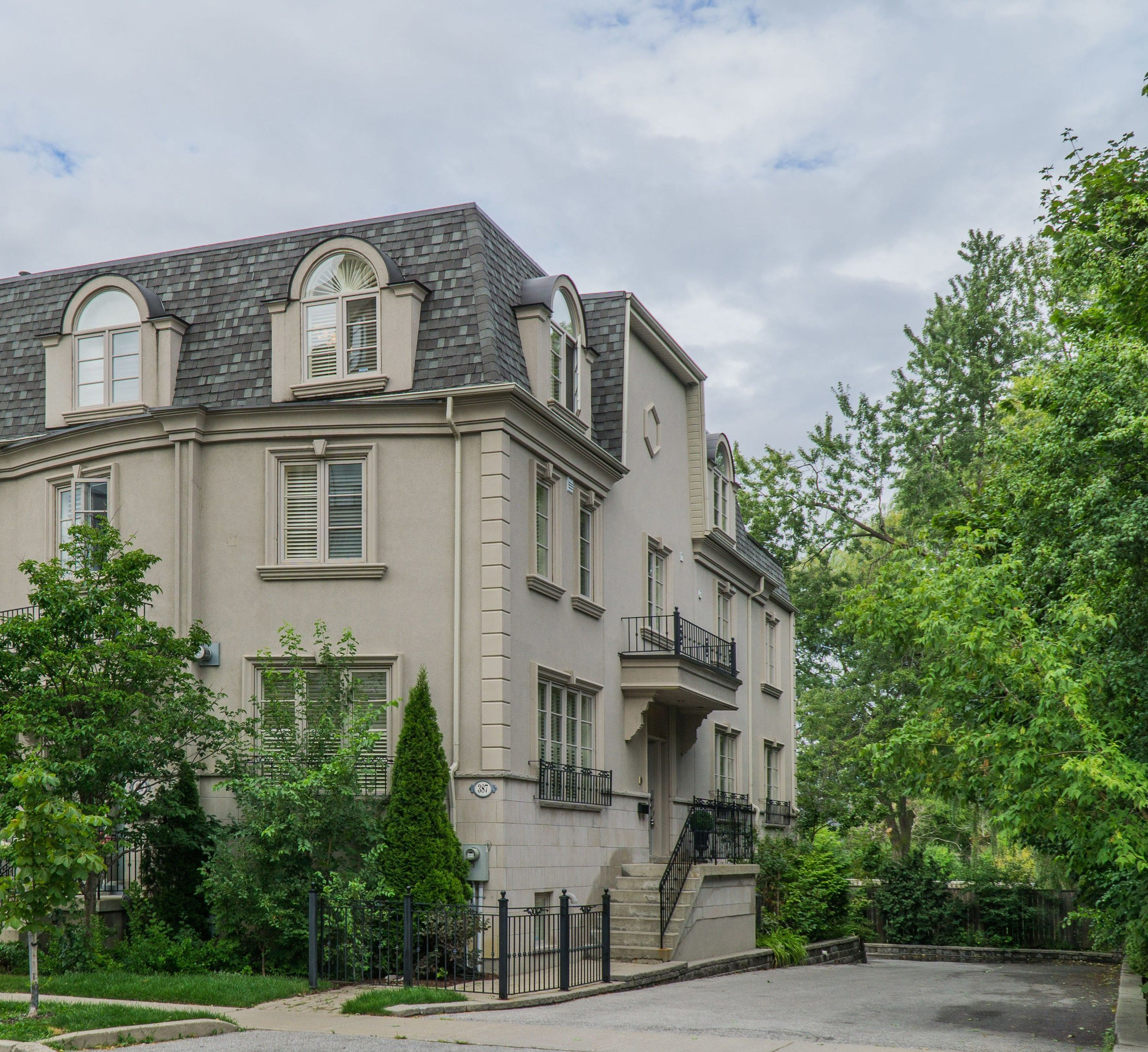 387 Dudley Ave Toronto Willowdale Executive End Unit